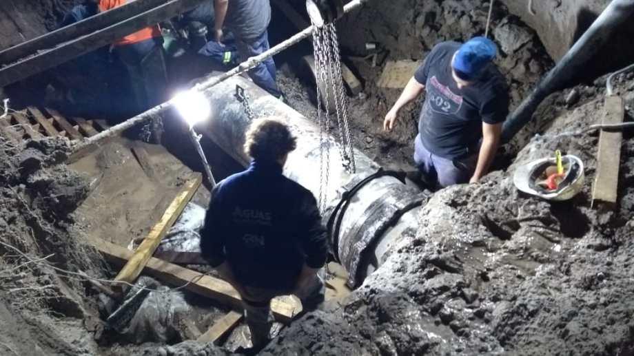 A las 23.15, la nueva pieza quedó empalmada con el acueducto principal