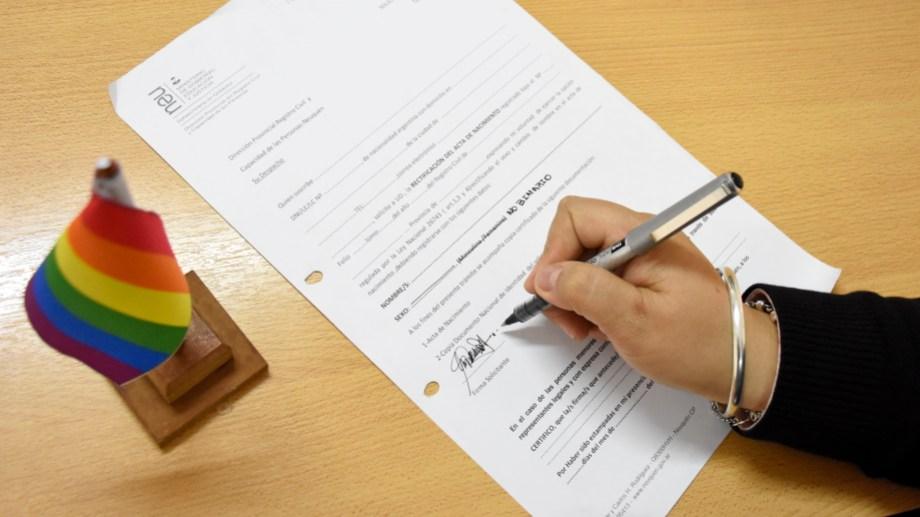En los formularios se tacha y se escribe la nueva alternativa. Foto Florencia Salto.