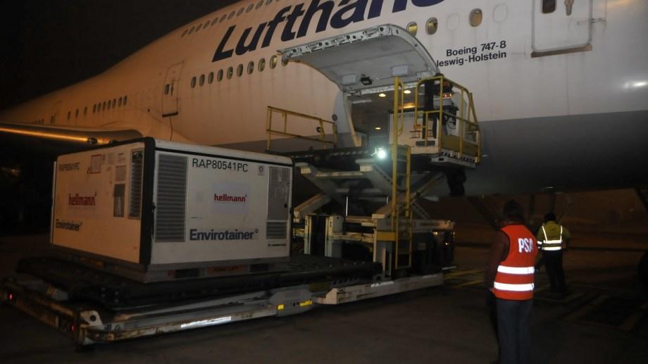 Entre este miércoles y el sábado llegarán al país 2.304.000 dosis de Sinopharm en tres vuelos de Lufthansa.