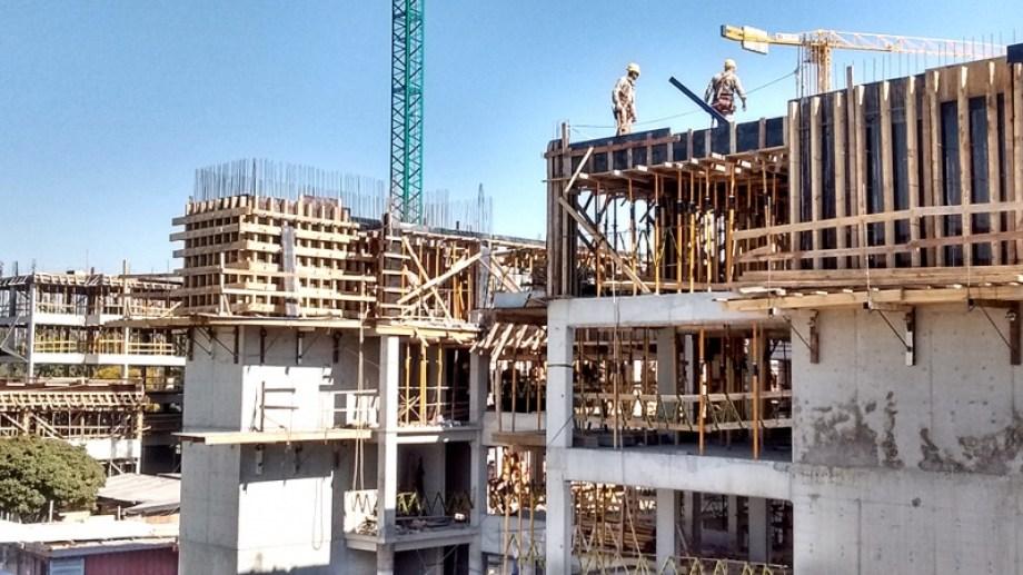 Según el gobierno provincial, la construcción y la producción de hidrocarburos fueron clave para la disminución de los índices.