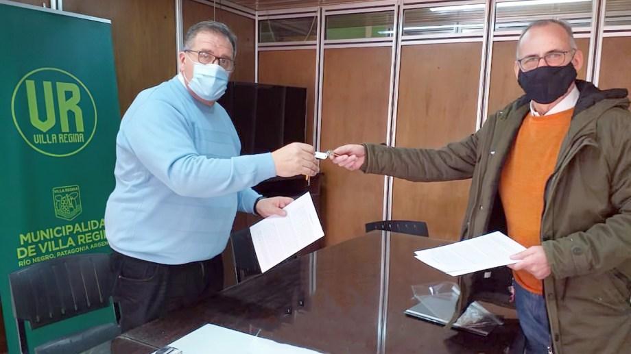 El intendente Marcelo Orazi adhirió al convenio para reubicar la Comisaría de la Familia. (Foto Néstor Salas)