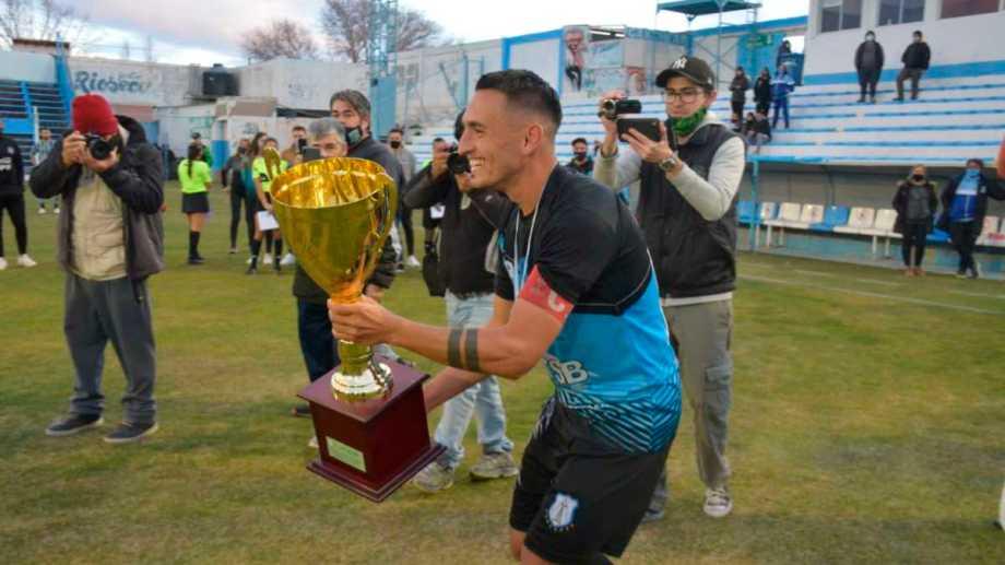 Hety Rueda, símbolo de Rincón, fue clave con gol y asistencia. (Foto: Yamil Regules)