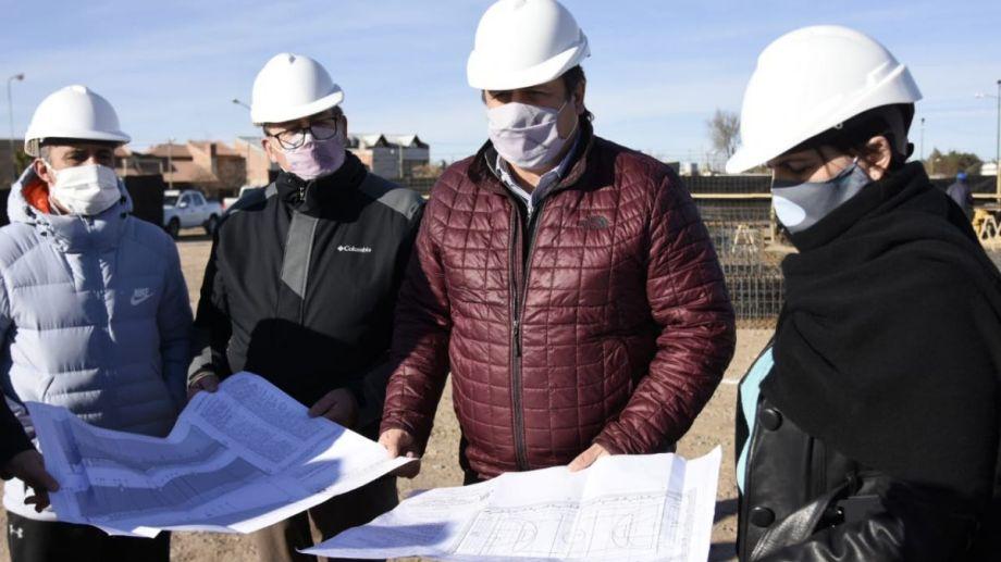 Mariano Gaido anunció el comienzo de la construcción de un polideportivo en el oeste de Neuquén. (Florencia Salto)