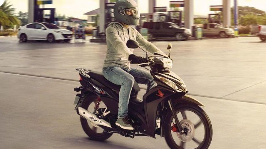 la Honda Wave 110S, recupera su histórico liderazgo por segundo mes.