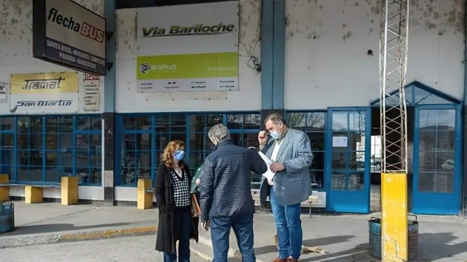 El municipio reginense tomó posesión del edificio de la terminal de colectivos. (Foto Néstor Salas)