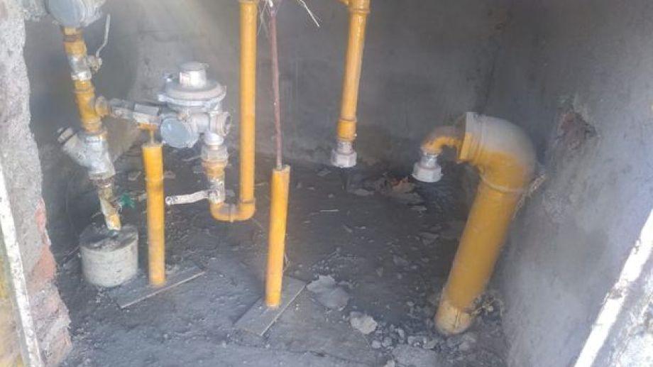 Por una pérdida de gas, Camuzzi retiró el medidor de una escuela de El Chañar. (Gentileza)