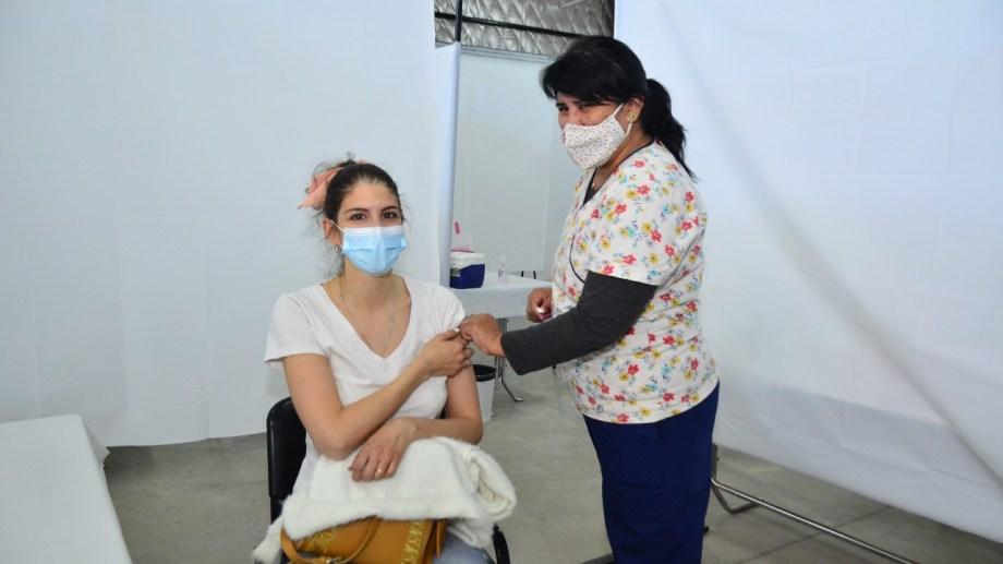 En el vacunatorio de Regina aplicarán segunda dosis con Moderna. (Foto Néstor Salas)