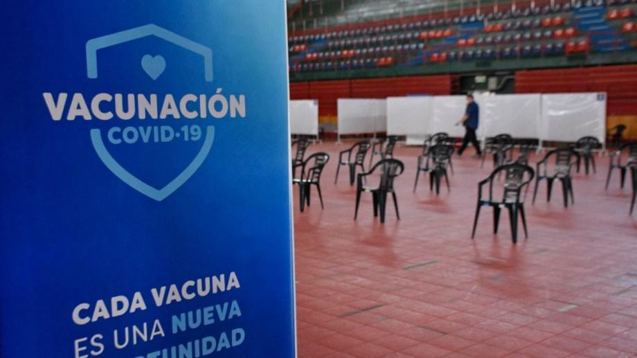 El Estadio Ruca Che es uno de los centros de vacunación en Neuquén capital. Foto: Florencia Salto