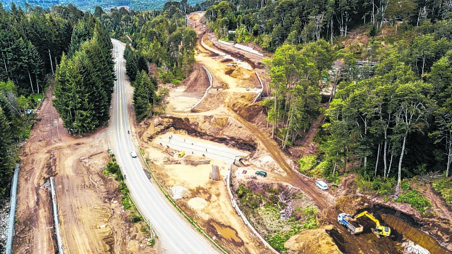 La obra se construye con fondos de Nación, pero su finalización está en duda por un conflicto con familias de la comunidad mapuche Paichil Antriao. Foto: gentileza
