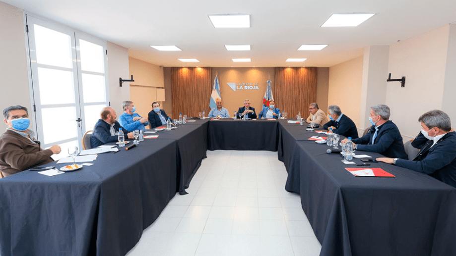 """""""Se gana con más peronismo y con un shock de consumo"""", coincidieron los gobernadores ayer en Tucumán. Foto: Presidencia."""