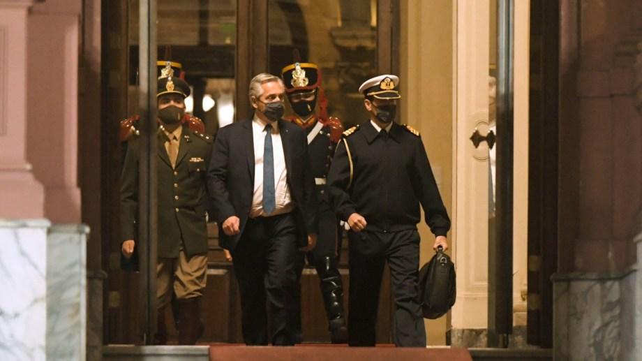 Sin hacer declaraciones, el presidente abandonó la Casa Rosada, pasadas las 21,30 anoche.