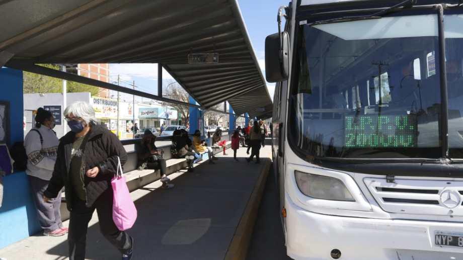 A partir del mediodía las unidades empezaron atener cada vez más presencia de pasajeros. El recorrido es el habitual aun día de semana. Foto: Juan Thomes