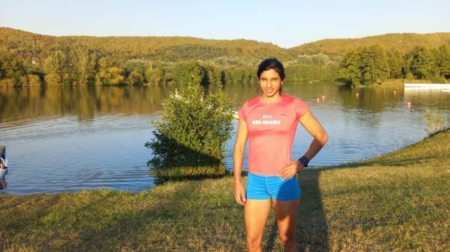 Cecilia posa a orillas de la costa del río Arges, donde se desarrollará el Mundial.