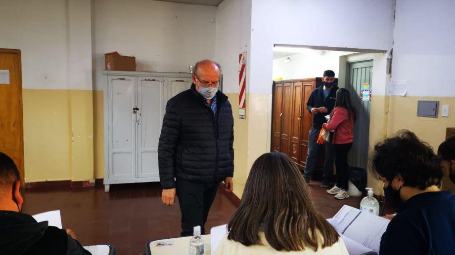 El diputado nacional Luis Di Giácomo votó en Roca.