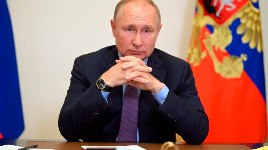 """""""Espero que la Sputnik V demuestre realmente su alto nivel de protección contra el covid-19"""", aseguró Putin en una videoconferencia. (Foto: AP)"""