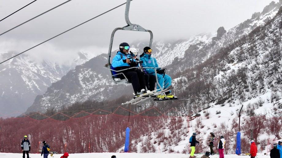 El cerro Catedral recibió nieve nueva este fin de semana y continúa con la operatoria de esquí y snowboard. Foto: Chino Leiva