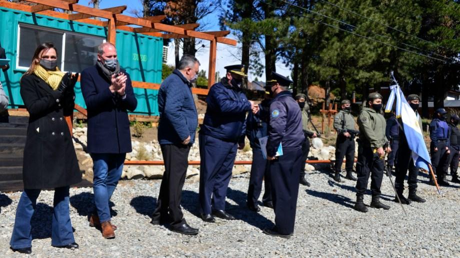 La secretaria de Seguridad de la provincia Betiana Minor, el jefe de la Policía de Río Negro, Osvaldo Tellería. y el vicegobernador, Alejandro Palmieri. (foto Alfredo Leiva)