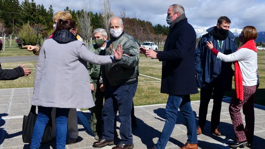 El ministro de Defensa de Nación, Jorge Taiana, recorrió las instalaciones de Invap. Foto: Chino Leiva