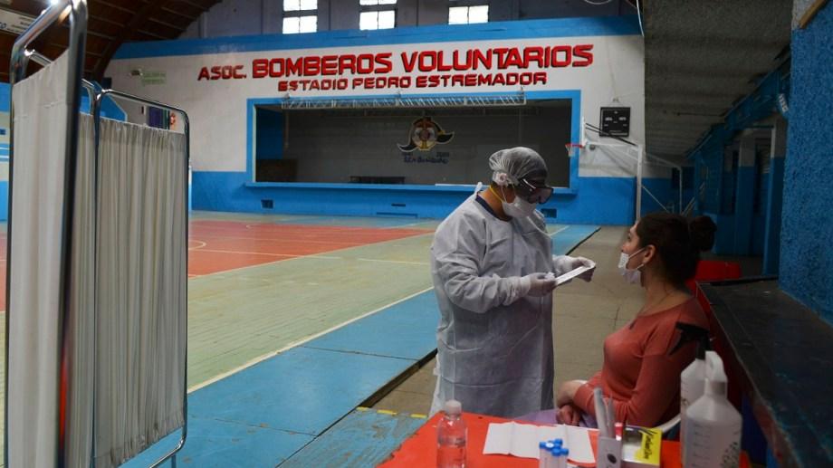 Cada vez menos testeos dan positivo de Covid 19 en Bariloche. El lunes, de 100 solo fueron 7 confirmados. Foto archivo/ Chino Leiva