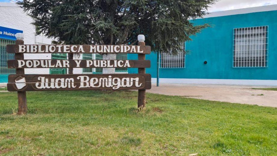 La biblioteca Juan Benigar de Plaza Huincul será una de las que tendrá actividades esta tarde noche. (archivo)