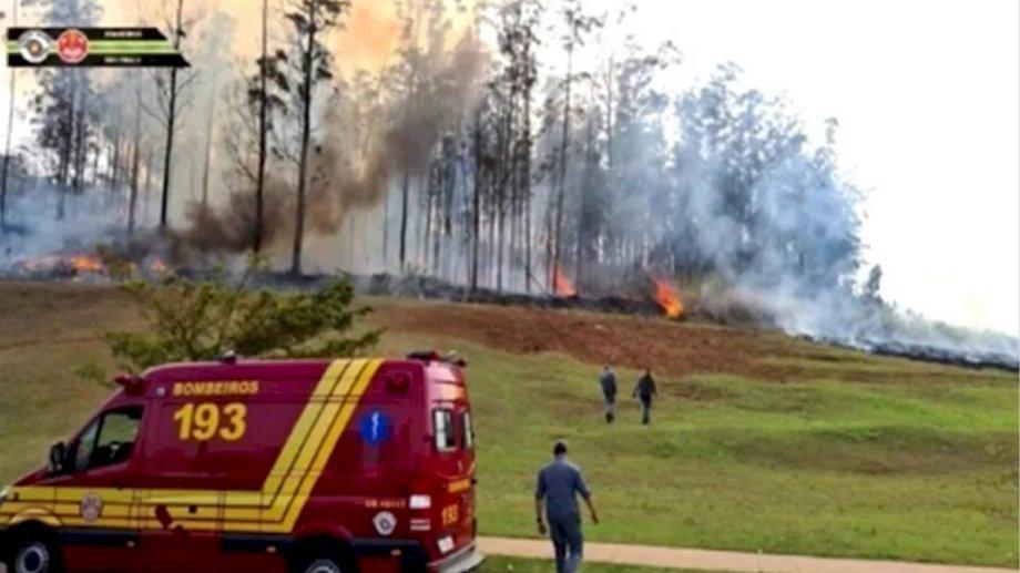 Los bomberos de San Pablo lograron controlar el fuego luego del accidente.
