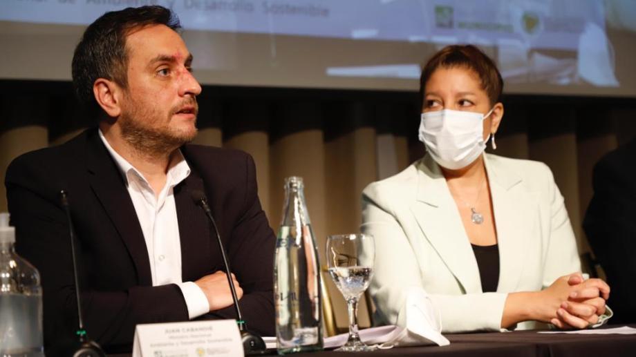 El ministro de Ambiente de la Nación, Juan Cabandié compartió hoy con la gobernadora Arabela Carreras un encuentro por el cambio climático. Foto: Gentileza