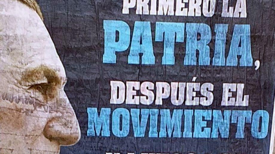 Los carteles que aparecieron cerca del Congreso. Foto: gentileza