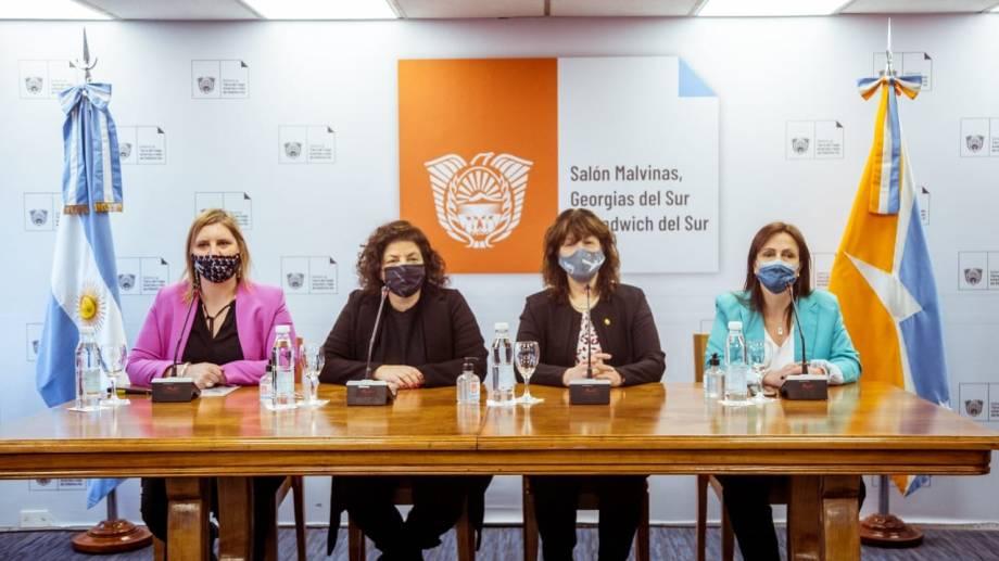 En la conferencia, Vizzotti anunció el estudio sobre la efectividad de las vacunas contra el coronavirus. (Gentileza).-