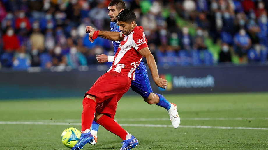 Luis Suárez anotó los dos goles de Atlético Madrid.