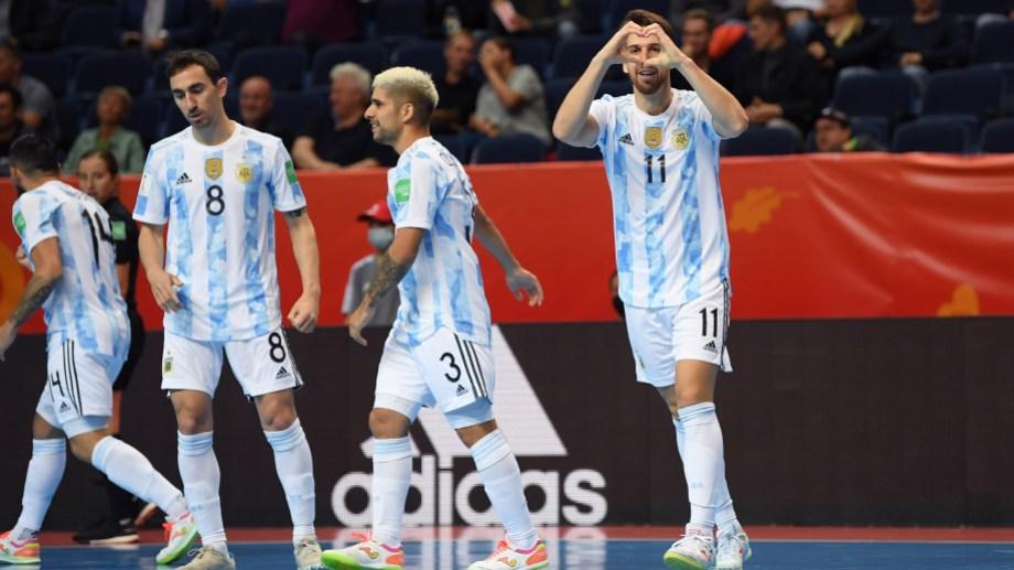 Argentina hizo valer su jerarquía en el debut.