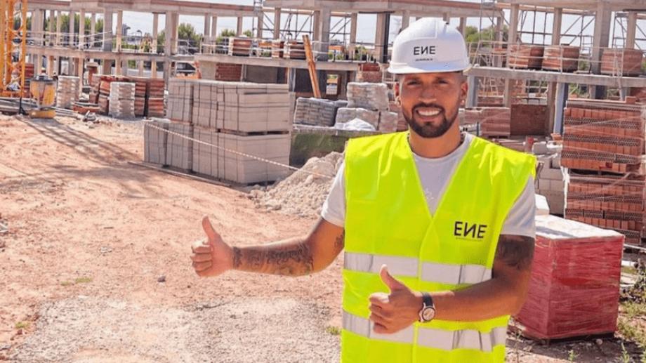 El nuevo trabajo de Garay tiene que ver con un emprendimiento de viviendas de lujo.