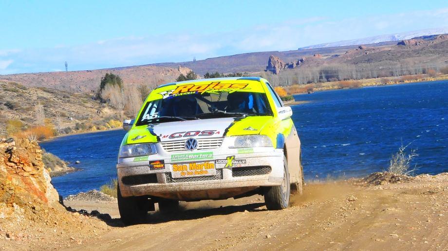Gustavo Rojas busca su quinto título en fila en el Rally Neuquino, que tuvo otra convocatoria con récord de anotados. Gentileza Omar De los Santos.