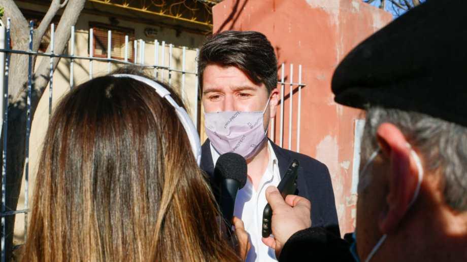 José Luis Berros, precandidato del Frente de Todos votó en Roca. Foto: Juan Thomes