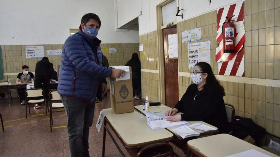 El intendente de Neuquén capital votó en las PASO y recordó el aniversario de la ciudad.Foto Yamil Regules