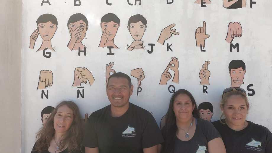 El mural puede verse en la esquina de las calles Oscar Salas y Ángel Sarmiento, del barrio Portal de Punta Verde de San Antonio Oeste