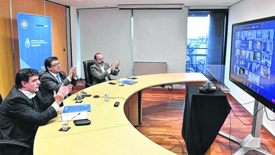 Reunión virtual del Consejo del Salario donde se definió la suba del salario mínimo.