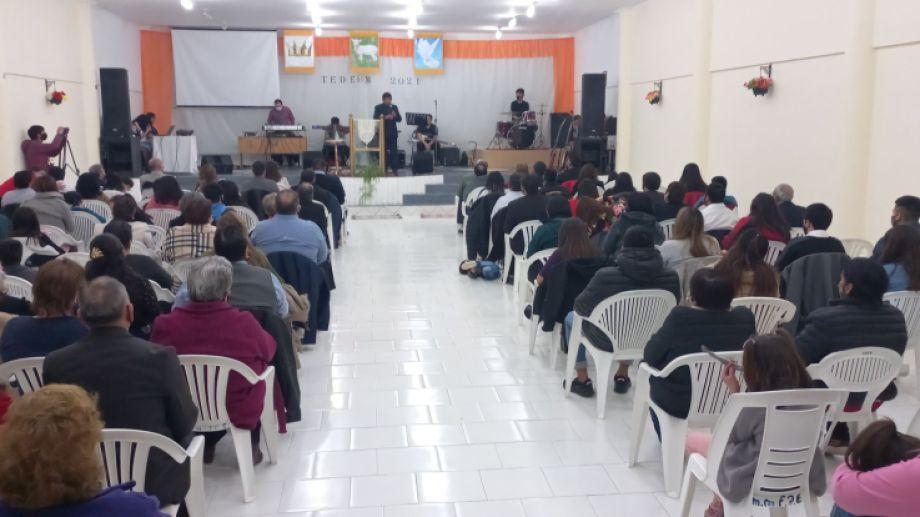 El Tedeum reunió a referentes de las distintas iglesias evangélicas de Jacobacci. Foto: José Mellado.