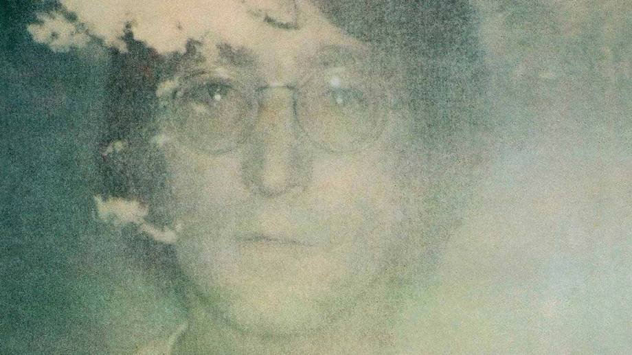 """La foto de la portada de """"Imagine"""" fue tomada por Yoko Ono y no por Andy Warhol, como suele creerse."""