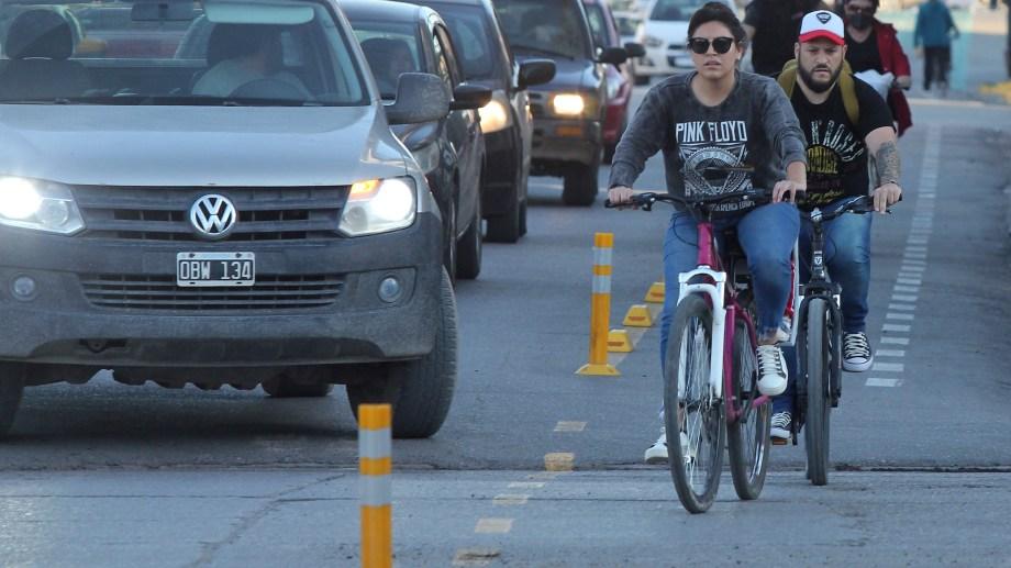 Con la pandemia y la delimitación de uso de las bicisendas, la bicicleta se transformó en una opción no recreativa de viaje dentro de la ciudad (foto archivo Oscar Livera)