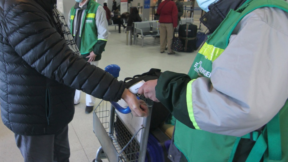 El aeropuerto de la capital provincial volvió a tener un intenso movimiento con las nuevas aperturas. Foto Oscar Livera
