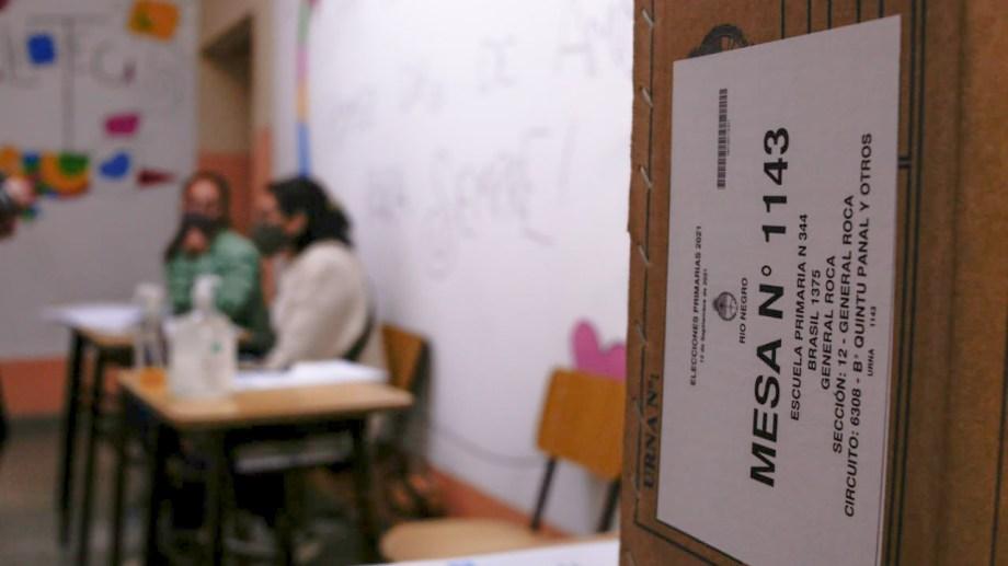 El inicio de la jornada electoral en la escuela 344 de Roca. Foto: Juan Thomes