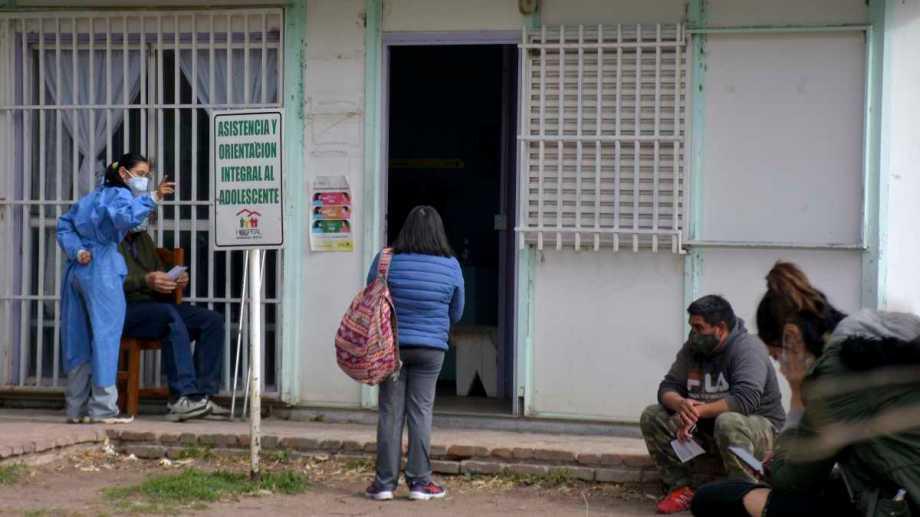 De los 1.275 pacientes activos de la provincia, 277 son de General Roca (Foto: Emiliana Cantera)