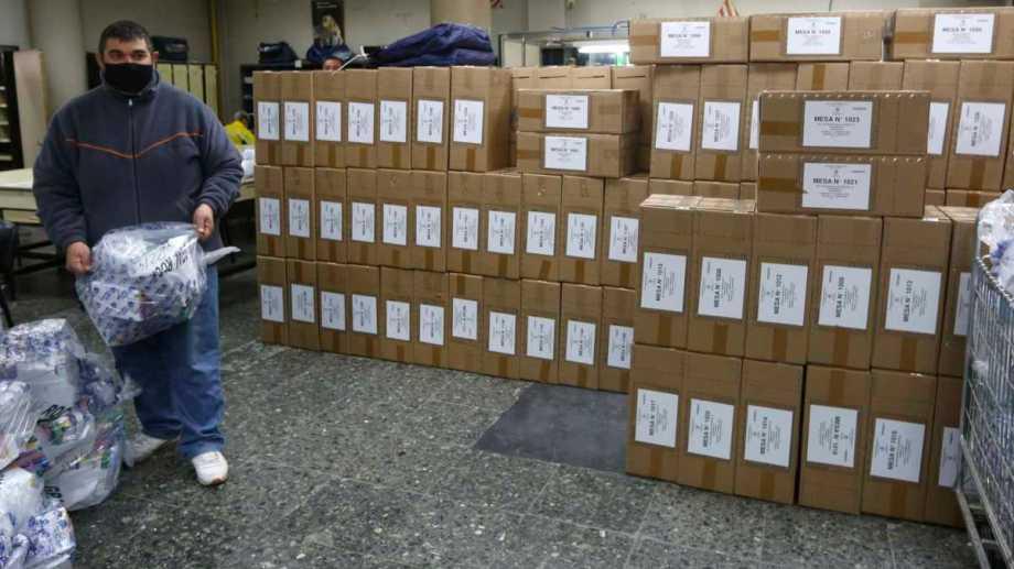 Mañana se abrirán 3.304 mesas en Río Negro y Neuquén, para la definición de candidatos a diputados nacionales. La región tiene un millón de electores. (Foto: Juan Thomes)