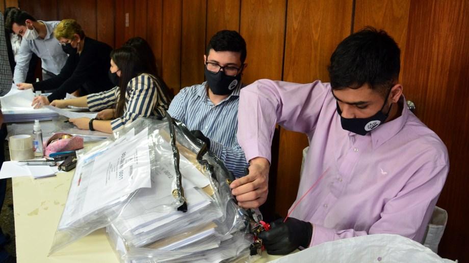 La actividad se realiza en el Juzgado Federal de Viedma. Fotos: Marcelo Ochoa.
