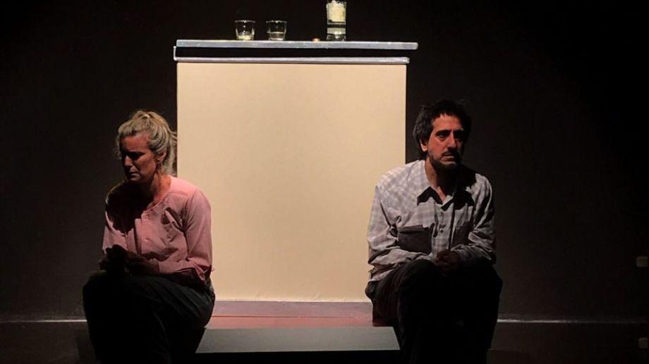 La obra incorporó los protocolos sanitarios a su dramaturgia logrando una particular y muy lograda puesta en escena.