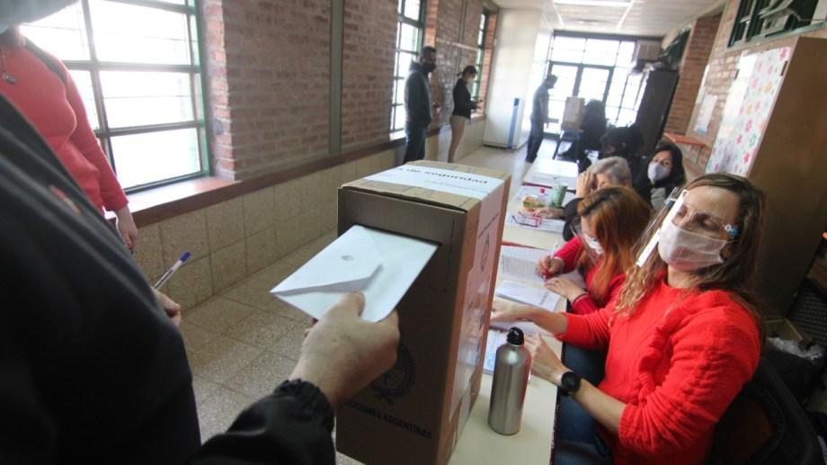 El 65 por ciento de los neuquinos ya emitieron su voto:  Foto: Oscar Livera
