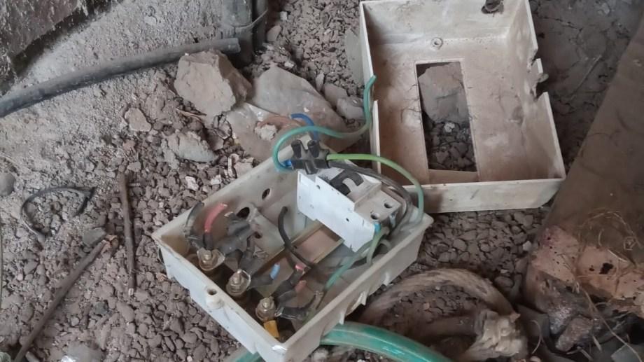 Se trata de una de las bombas que se utilizan para riego de espacios públicos, ubicada sobre calle Amilcar Regot. Foto gentileza.