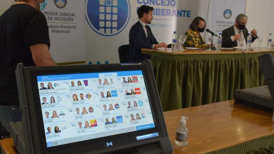 Las elecciones municipales en Neuquén serán con Boleta Unica Electrónica, con 16 partidos y alianzas (foto Yamil Regules)