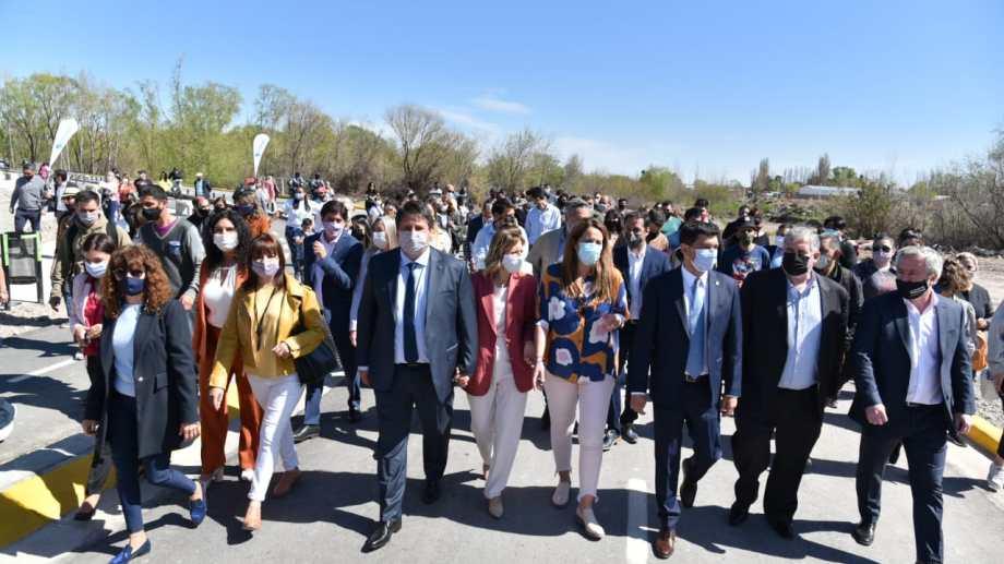 El intendente inaugura el Paseo Costero. Foto: Yamil Regules