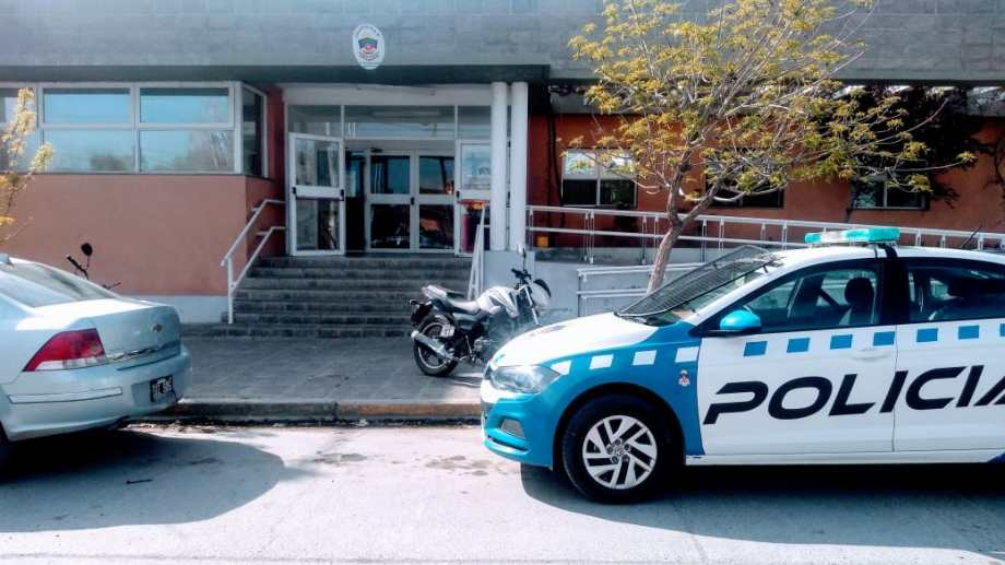 La comisaría Tercera de Neuquén fue objeto de un allanamiento el miércoles. Foto: Yamil Regules.